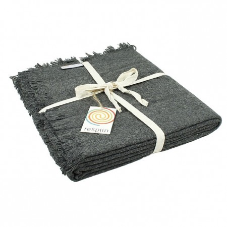ReSpiin Dark Grey Wool Throw With Fringe
